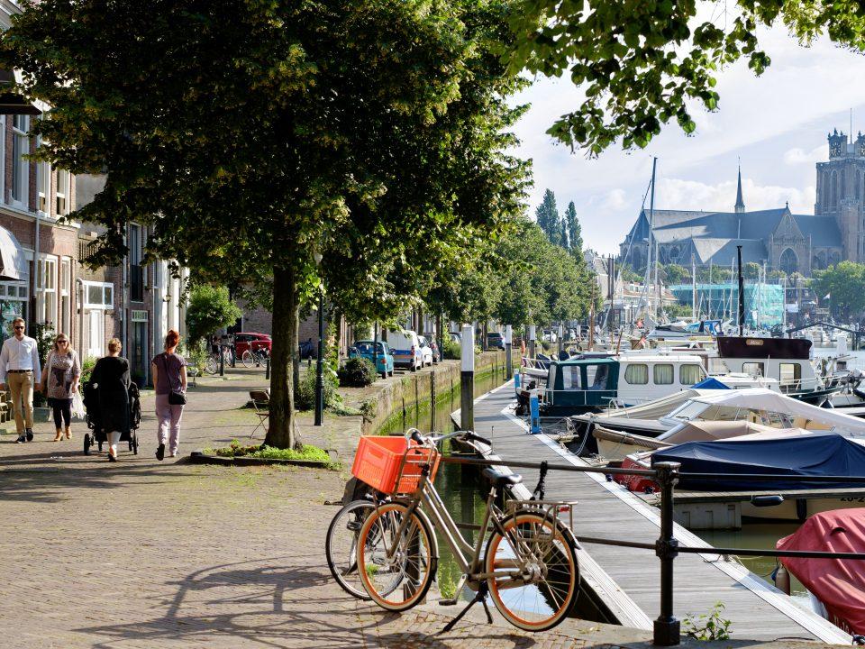 Dordrecht - stadsbeeld - Grote Kerk - jachthaven - zomer - Nieuwe Haven - Knolhaven