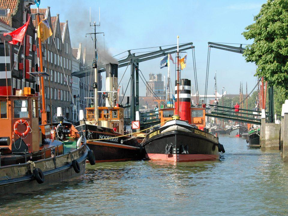 Dordt in Stoom - Dordrecht - evenementen Damiatebrug - Kuipershaven - Wolwevershaven - boot - stoomboot