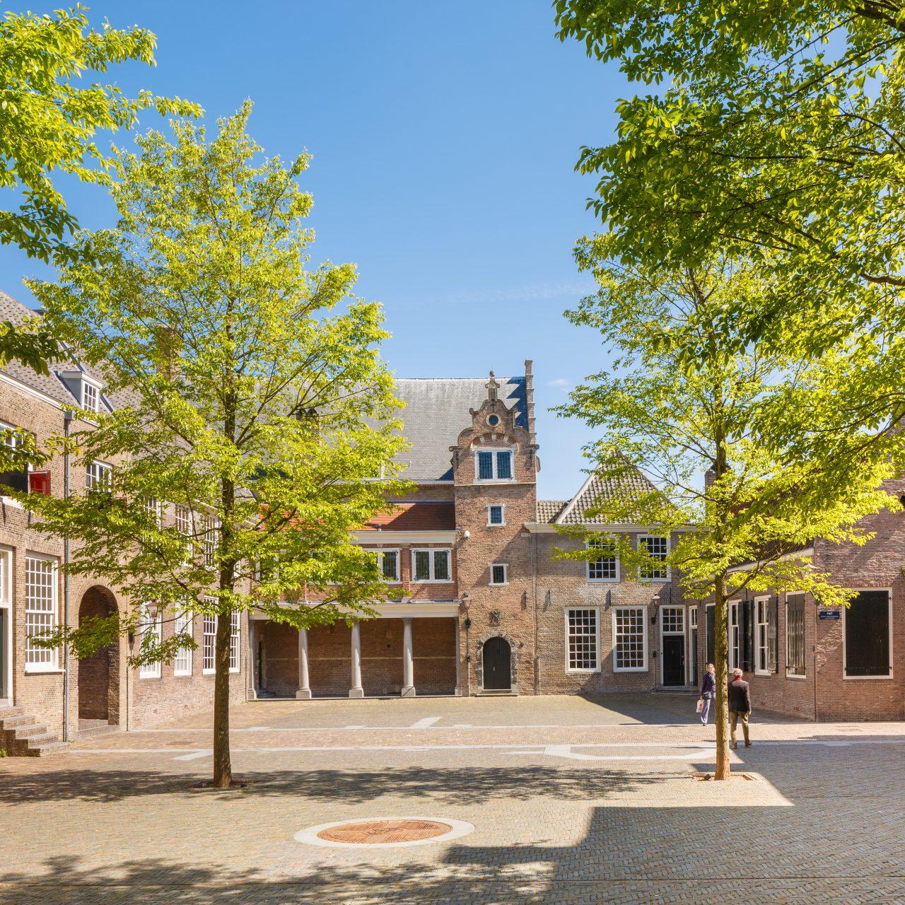 Het-Hof-van-Nederland-Dordrecht-historie-Eerste-Vrije-Statenvergadering