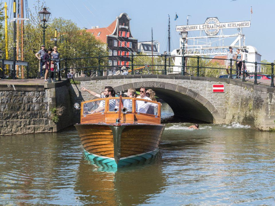 Historische havens - Dordrecht - toerisme - Nieuwe Haven - Kuipershaven - Imbarcazione Barone - rondvaart - Dok Straatman - Pakhuis Stokholm - Roobrug - water