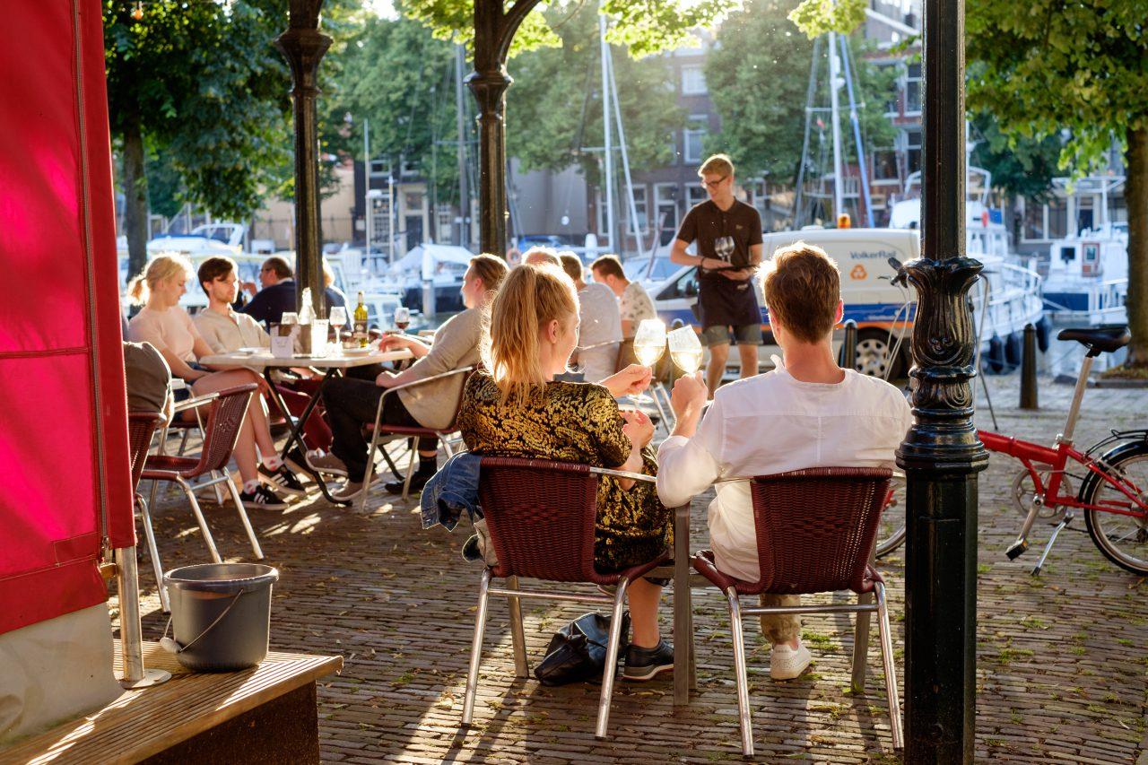 Horeca-Dordrecht-sfeervol-eten-en-drinken-Vismarkt-Nieuwe-Haven-terras-Otto-e-Mezzo