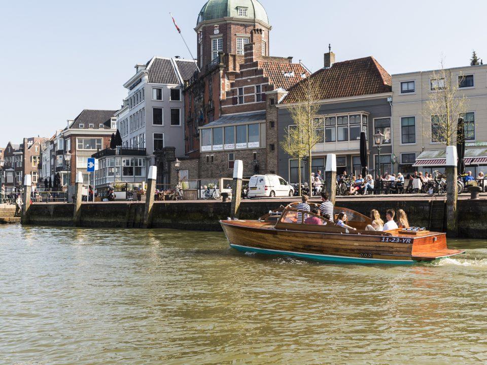 Horeca - Dordrecht - sfeervol eten en drinken - terras - historie - Groothoofd - Imbarcazione Barone - rondvaart - Groothoofdspoort - water