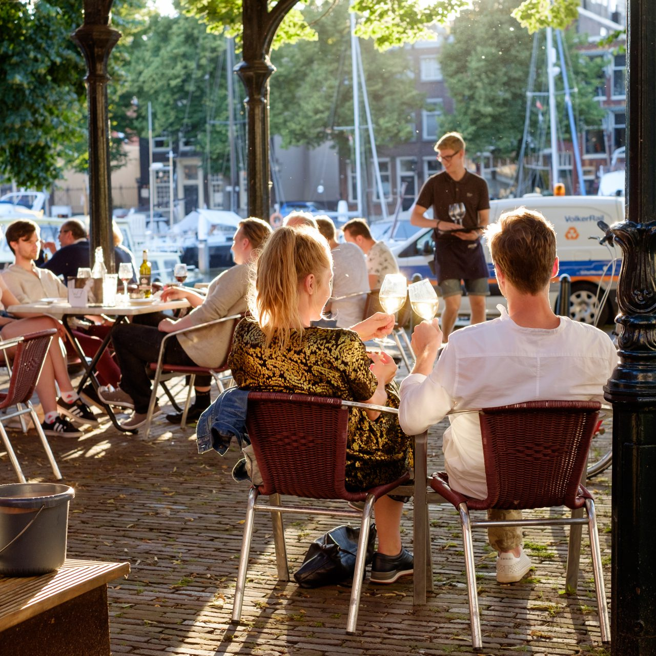 Horeca-Dordrecht-toerisme-eten-en-drinken-Vismarkt-Nieuwe-Haven-Otto-e-Mezzo-terras-wijn